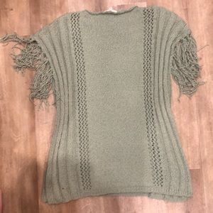 Easel knit sweater loose fitting frayed sleeves
